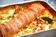 Baconmørbrad med flødegrøntsager i fad via Pork Recipes, Cooking Recipes, Healthy Recipes, Kaneki, Pizza Snacks, Good Food, Yummy Food, Danish Food, Oven Dishes