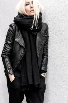 Buy Celebrities Outfits 2020 And Fashionable Designer Leather Jackets from the online leather jackets store Celebrities Outfits with Free Shipment. Mode Outfits, Casual Outfits, Fashion Outfits, Fashion Clothes, Estilo Street, Leather Jacket Outfits, Black Leather Jackets, Womens Black Leather Jacket, Leather Pants