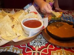 Chili's chips and Que-so yummy nummy!