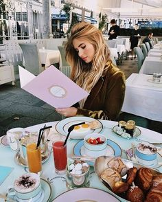 Go on a Date at Laduree! Barbie Girl, Ft Tumblr, Breakfast Pictures, Images Instagram, Instagram Feed, Luxury Lifestyle Women, Rich Lifestyle, Luxe Life, Rustic Lighting