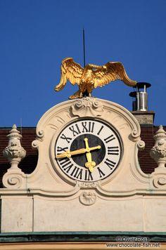 Schönbrunn palace clock with golden goose. Vienna.
