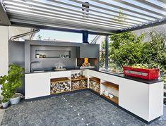 Freiluftküche Outdoor kitchen with fire module, light module and basic module Indoor Outdoor Kitchen, Outdoor Kitchen Design, Outdoor Living, Kitchen Decor, Garden Yard Ideas, Bbq Area, Summer Kitchen, Cuisines Design, Diy Pergola