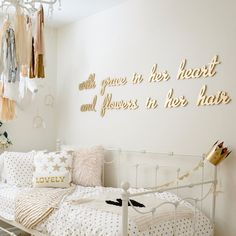 I absolutely love the quote on the wall. ❤️Poligöm / Home Challenge - Des mots dans la déco WHITE & GOLD room Girl Nursery, Girls Bedroom, Bedroom Decor, Bedrooms, Bedroom Ideas, Wall Decor, Creative Kids Rooms, Kids Decor, Home Decor