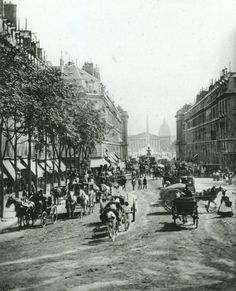 Rue Royale, Paris 1860. Top 75 des photos de Paris d'antan, Tooply. Retrouvez toutes nos épingles sur notre page Pinterest : https://fr.pinterest.com/webarchitecte/ et/ou sur notre site internet http://webarchitecte.fr/community-manager-paris.html