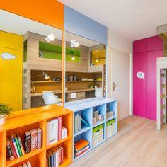 Spojenie oranžovej a modrej Colorful Decor, Purple, Pink, Shelving, Lockers, Locker Storage, Decorating Ideas, Rooms, Interiors