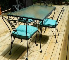 A Vintage Woodard Patio Set!
