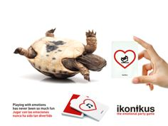 Ikonikus: Feeling Upside Down / Descolocado Party Games, Turtle, Play, Christmas Ornaments, Feelings, Holiday Decor, Fun, Animals, Hilarious