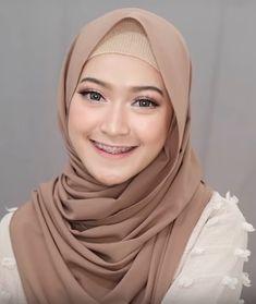 4 Style Tutorial Hijab Pashmina Simple | Lara Hijab Hijab Tutorial, Microsoft Excel, Doraemon, Tutorials, Simple, How To Wear, Outfits, Fashion, Outfit