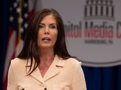 HARRISBURG - In an unprecedented move, the Pennsylvania Supreme Court on Monday temporarily suspended the law license of Attorney General Kathleen Kane, the latest setback for the embattled leader of the state's top law enforcement agency.