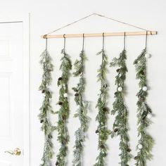Make this beautiful holiday garland backdrop to dress up your dinner or dessert table. You can also use it as a photobooth!