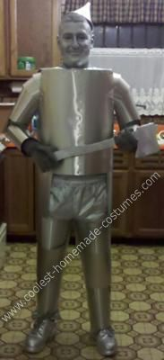 Wizard of OZ Tin Man DIY Halloween Costume: We decided to do a Wizard of Oz theme this year. I was elected to be the tin man. After looking for Wizard of OZ Tin Man DIY Halloween costume ideas, I
