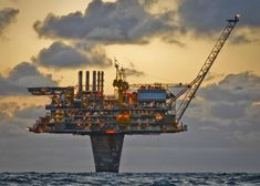 Fantastic feat of engineering Oil Rig Shell Draugen at the North Sea Scotland Energy Industry, Oil Industry, Oil Rig Jobs, Waste To Energy, Petroleum Engineering, Drilling Rig, Crude Oil, North Sea, North Coast