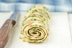 Bärlauchfritatten - Rezept Austrian Recipes, Allium, Snacks, Ratatouille, Food And Drink, Soup, Ethnic Recipes, Kitchens, Food And Drinks
