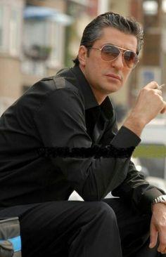 Smoke Art, Pilot, Mens Sunglasses, Handsome, Actors, Smoking Kills, Celebrities, Fashion, Movies