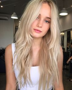 All you need sometimes is a few rock and roll layers All you need sometimes is Long Layered Hair Straight Layers Rock roll Blonde Layered Hair, Blonde Layers, Blonde Hair Looks, Brown Blonde Hair, Blonde Straight Hair, Layered Long Hair, Girls With Blonde Hair, Long Layerd Hair, Long Blond Hair