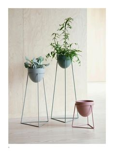 It s here indoor plant stand ideas 24 diy to fill your home with Metal Plant Stand, Diy Plant Stand, Plant Stands, Interior Design Plants, Plant Design, Metal Design, Decoration Plante, Flower Stands, Steel Furniture