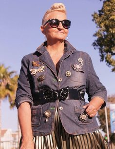 MIS PAPELICOS: Denim Jacket  with Vintage Brooches & Gold Skirt | #iwillwearwhatilike vintage
