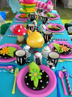 very merry unbirthday ! this lady's blog has great party ideas & table settings