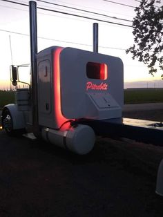 big trucks and girls Peterbilt 379, Peterbilt Trucks, Chevy Trucks, Custom Peterbilt, Show Trucks, Big Rig Trucks, Dump Trucks, Custom Big Rigs, Custom Trucks
