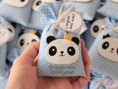 kece panda lavanta kesesi Baby Boy Shower, Baby Shower Gifts, Welcome Home Baby, Kit Bebe, Panda Party, Baby Hamper, Hipster Babies, Owl Crafts, Favor Bags