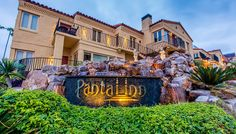 Pantai Inn, a luxury hotel in La Jolla, is perfectly situated along the shores of the La Jolla coastline, with spectacular views of the Pacific Ocean.