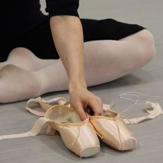 Australian Ballet soloist Laura Tong shows us step by step how she likes to whip her pointe shoes into shape – with the help of pliers, shellac and a Stanley knife.