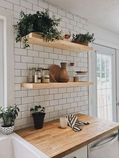 93 Awesome Modern Kitchen Wall Tiles Ideas For Good Kitchen Home Decor Kitchen, Kitchen Interior, New Kitchen, Home Kitchens, Kitchen Yellow, Kitchen Black, Kitchen Modern, Wooden Kitchen, Apartment Kitchen