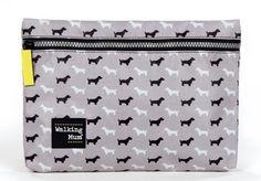 Neceser de la colección Walkie en gris de Walking Mum. Muy práctico para llevar los productos de aseo del bebé. Medidas: 27X19X3 cm.
