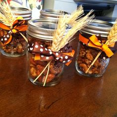 Thanksgiving favors: homemade spiced nuts in mason jars!