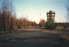 1989 Varikkokatos tornin takana  on purettu ja asfaltti on jyrsitty  http://personal.inet.fi/urheilu/keimola/23_d.htm