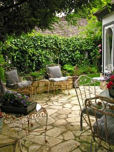 Best Stone Patio Ideas for Your Backyard - Home and Gardens Flagstone Patio, Pergola Patio, Backyard Patio, Backyard Landscaping, Driveway Paving, Stone Driveway, Stone Walkway, Paving Stones, Outdoor Rooms