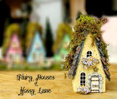 The Fairy Houses of Mossy Lane  Handcrafted por bewilderandpine, $48.00