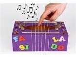 Boîte à musique avec une boite à mouchoirs