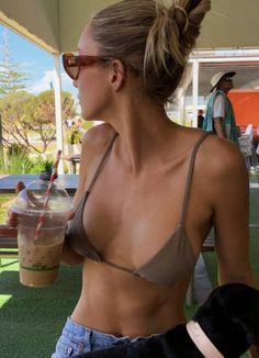 Brasilianischer Bikini, Bikini Girls, Bikini Beach, Grey Bikini, Summer Body Goals, Mode Du Bikini, Estilo Fitness, Insta Photo Ideas, Summer Photos