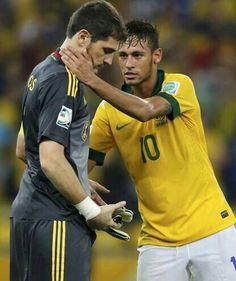 Neymar and iker casillas on after the final that Brazil won. for neymar Rugby Memes, Funny Soccer Memes, Gareth Bale, Neymar Jr, Lionel Messi, Cristiano Ronaldo, Football Love, Finals, Spain