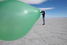 Forced Perspective Photographs Selection (from webneel.com) - XIX