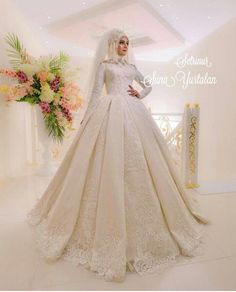 Gelinkler – Best Of Likes Share Muslimah Wedding Dress, Muslim Wedding Dresses, Wedding Dresses With Flowers, Muslim Brides, Muslim Dress, Bridal Dresses, Bridesmaid Dresses, Wedding Hijab Styles, Princes Dress