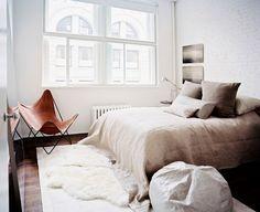 Gorgeous bedroom, looks so cozy, yet refreshing...