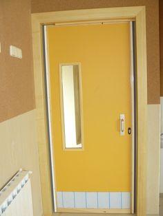 Puerta de paso a aula