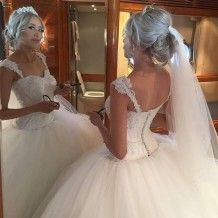 Chic White Straps Sleeveless Appliques Pearls Floor-Length Ball Gown Wedding Dress