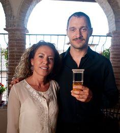 """Claudio Santamaria, vincitore del premio speciale Monini """"Una Finestra sui Due Mondi"""" 2011, insieme a Maria Flora Monini"""