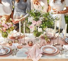 MONIQUE LHUILLIER FLEUR 16 PIECE DINNERWARE SET Pottery Barn Gorgeous flowers and tablescape.