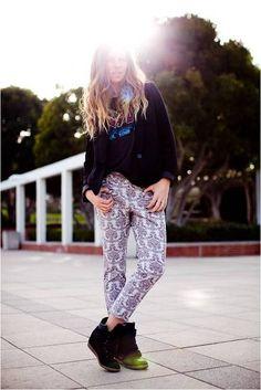printed pants+wedge sneakers+graphic tee+solid blazer