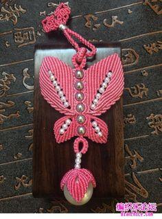 点击查看原图 Macrame Bag, Macrame Knots, Beaded Necklace Patterns, Micro Macramé, Bracelet Tutorial, Crochet Projects, Washer Necklace, Projects To Try, Christmas Ornaments