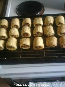 The linda mcartnee sosage roll cold Sausage Rolls Puff Pastry, Pastry Recipes, Cooking Recipes, Quiche Pie Crust, Quick Meals For Kids, Homemade Sausage Rolls, Kos, Savoury Baking, Savory Snacks