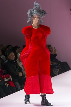http://www.vogue.com/fashion-shows/fall-2017-ready-to-wear/comme-des-garcons/slideshow/collection