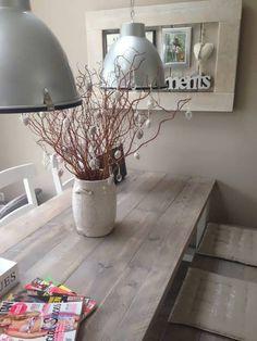 Tafel Freya 200x100x76cm hier getoond met een blad van extra dik steigerhout behandeld met grey wash licht en extra laklaag