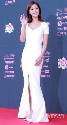 Yoo Seung-ho, Beautiful Celebrities, Beautiful Women, Shin Se Kyung, Korean Actresses, All White, Me As A Girlfriend, Awards, Actors