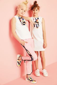 MSGM kids spring summer 2016 geometry - Fannice Kids Fashion - www.graphic unity of ruffle, shoe, and pant detail Fashion Kids, Toddler Fashion, Kids Fashion Summer, Fashion Check, Fashion Spring, Fashion 2020, Fashion Fashion, Fashion Design, Fashion Trends