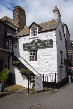 Smugglers Cott in Looe - Cornwall, England British Pub, British Isles, Devon And Cornwall, Looe Cornwall, The Places Youll Go, Places To Go, Kingdom Of Great Britain, England And Scotland, Places Of Interest